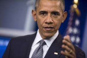 """STX08 WASHINGTON (ESTADOS UNIDOS) 06/05/2016.- El presidente estadounidense, Barack Obama, ofrece una rueda de prensa sobre economía en la Casa Blanca, Washington (EE.UU.) hoy, 6 de mayo de 2016. Obama instó hoy al Congreso a legislar para contrarrestar las """"actividades nefastas"""" como la evasión fiscal, que calificó de un """"problema global"""" que afecta negativamente a la economía, y anunció medidas ejecutivas de su Gobierno para aumentar la transparencia. EFE/Shawn Thew"""